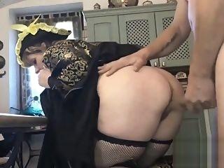 big tits Luna di ritorno dal carnevale vuole soddisfare le sue voglie amateur anal