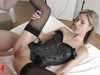 amateur Melanie Schweiger: Cuckold! He jerks in the same room.. blonde creampie