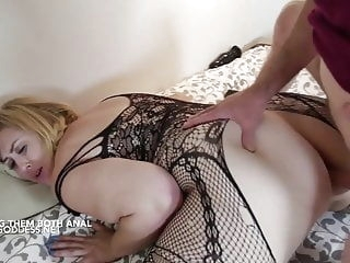 anal Lucky Art gives two hot BBWs Anal sex blonde bbw