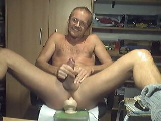 gay amateur HARRI LEHTINEN WANKING HIS COCK WITH A HUGE KONG TOY DEEP IN HIS MANPUSSY! gay big cock gay blowjob